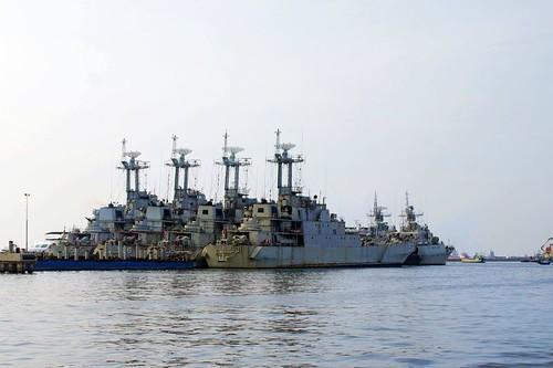 Enam LST (Landing Ship, Tank) kelas Frosch-1