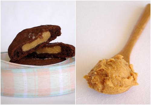 Peanut butter munchies / Cookies de chocolate recheados com manteiga de amendoim