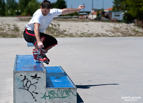 Patinando, haciendo un Backside Fahrvergnugen.