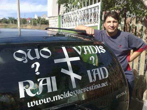 Andrei Talmazan cu publicitatea la MoldovaCrestina pe masină