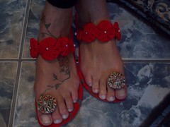 Outro modelo do mesmo chinelo (Mar de flores) Tags: flowers flores fuxico yoyo fux sandália chinelo tecido croche fuxicos fuxicando crochetando fuxicaria fuxic