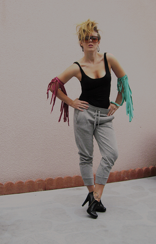 tshirt-fringe-necklace-8, sweat pant dressing, fashionable sweat pants, fashion sweatpants