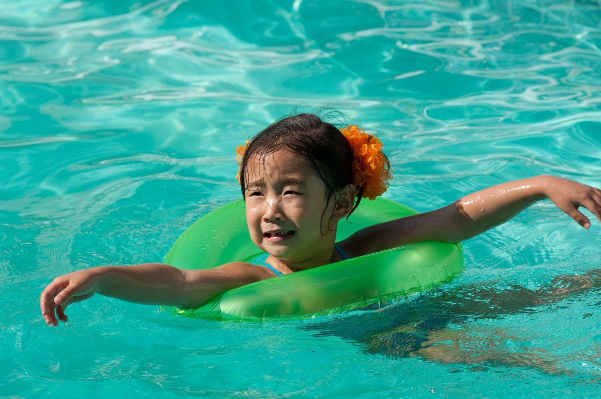 child swimming - photo #45