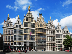 Antwerpen (Habub3) Tags: city travel sculpture architecture buildings photo nikon belgium skulptur front explore stadt page architektur antwerpen belgien d300 mywinners abigfave flickr2009 habub3
