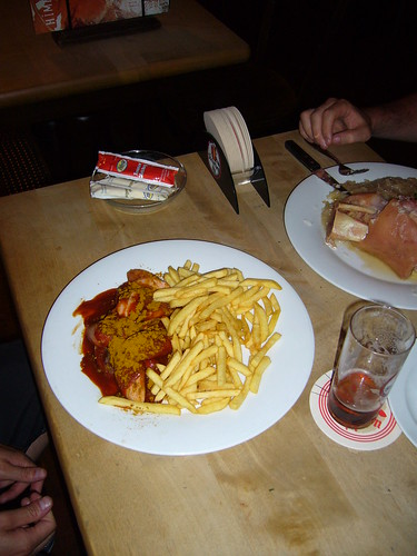 Düsseldorf | Himmel & Ähd | Curry-Bockwurst mit Pommes Frites