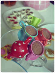 High Tea Party (YYNTL) Tags: birthday girls party feest food girl amsterdam cake colours verjaardag meiden notes eating treats spoon unfound eindhoven blond teapot chicks chocolatemilk teacup brand feestje brabant girlies lekker meisjes eten thee teaspoon kleuren hapjes gebakje theelepel nikoncoolpixs200 kleinenikon highteaparty theelepeltjes