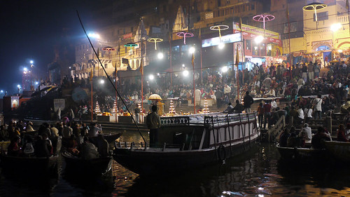 River ceremony in Varanasi. Photo by Manuela Ladu
