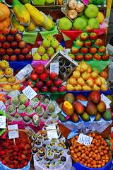 Frutas (Eli K Hayasaka) Tags: brazil frutas fruits brasil fruit store commerce market sopaulo fruta mercado mercadomunicipal sampa stores municipal mart comercial fruitsandvegetables fruitshop mercado comrcio mercadomunicipaldesopaulo duetos hayasaka elikhayasaka