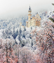Neuschwanstein Castle (Luiz Pires) Tags: schnee winter vacation white snow castle blanco beautiful branco fairytale germany bayern deutschland bavaria reina king princess magic frias prince tourist disney queen castelo neve rey viagem cinderella princesa wonderland snowwhite neuschwanstein schloss magical inverno ludwig reine castello rei frio breathtaking alemanha waltdisney hohenschwangau roi mrchen magie prinz fada fssen cinderela knig koenig rainha principe baviera magica knigin principessa fiaba koenigin prinzessin brancadeneve cuentodehadas chateux roine contedefe contodefadas contodefada bavria top20bavaria top20bavaria20