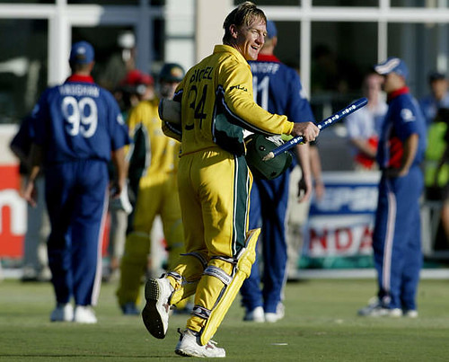 Andy Bichel acknowledges the crowd after completing a nailbiting finish with Bevan-Australia vs England Port Elizabeth WC2003