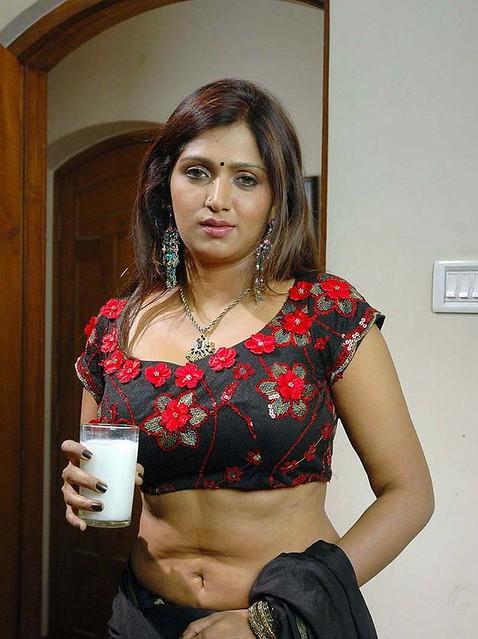 Sexy Tamil Actress Bhuvaneshwari