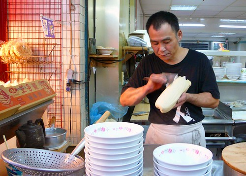 making knife-cut noodles, taipei