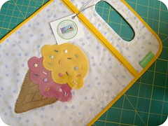 Mesmo no frio... (Carina Esteves) Tags: handmade carina feitomo felt fabric icecream feltro sorvete filz tecido fieltro esteves cartrashbag carinaesteves lixieirinha