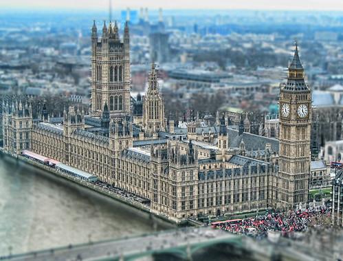 フリー画像|人工風景|建造物/建築物|城/宮殿|ウェストミンスター宮殿|時計台|ビッグベン|世界遺産/ユネスコ|ティルト・シフト|イギリス風景|ロンドン|フリー素材|