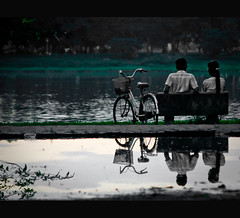 Vietnam | Hue city: Mirror of love~ (Vu Pham in Vietnam) Tags: park street travel reflection bicycle river landscape landscapes twilight asia southeastasia vietnamese candid vietnam imperial dailylife hue vu canoneosdigitalrebelxt perfumeriver indochina 光 hué ベトナム 色 imperialcity việtnam 越南 huế dulịch เวียดนาม hương 베트남 huecity cuộcsống đườngphố xeđạp conngười châuá cốđô thurathienhue kinhđô phuvanlau raininvietnam june232009 thànhhuế commentwithimageswillbedeletedsosorryforthis