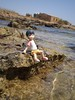 En las rocas (Lnovell7) Tags: sea anime sol beach toy toys actionfigure mar manga playa figure mallorca yotsuba revoltech jfigure escarnatge miurahayasaka