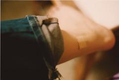 una herida que cerrar (::im0genes::) Tags: film mxico pie mexico foot iso200 jeans analogue ankle wound minoltax370 f17 tobillo filmisnotdead kodakcolorplus