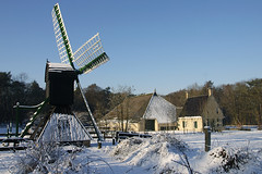 Spider's head mill (Foto Martien) Tags: winter white snow cold holland mill netherlands windmill dutch museum sony sneeuw arnhem nederland 350 alpha openairmuseum wit friesland molen veluwe windmolen openluchtmuseum koud nom gorredijk opsterland sonyalpha350 spinnekopmolen martienuiterweerd