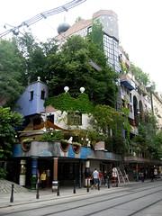 Hundertwasser House, Vienna Austria (Petra Cross) Tags: vienna house green austria hundertwasser bubli zaskodnik