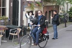 Transport (Iam Marjon Bleeker) Tags: holland amsterdam bike bicycle jordaan fiets flickrmeeting egelantiersgracht fietser toerist flickrvrouwen