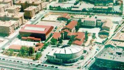 Vista aérea de los terrenos del Colegio de Infantes en 1995. Finalizada la construcción de la Iglesia de San Julián