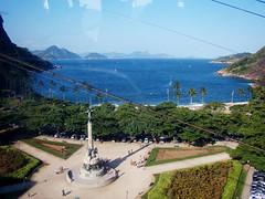 Da janela... (Regina Waddington) Tags: beach brasil riodejaneiro landscape cidademaravilhosa podeaucar paisagens panormica praiavermelhaurca brasilianbeach fiosqueatrapalham nossasbelezas