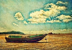 Tah apa-apa tah gambar ni, lantak korang la (DELLipo) Tags: travel sky favorite texture beach beauty clouds photoshop boat fisherman village explore dell malaysia 1855mm d80 hdellr dellipo