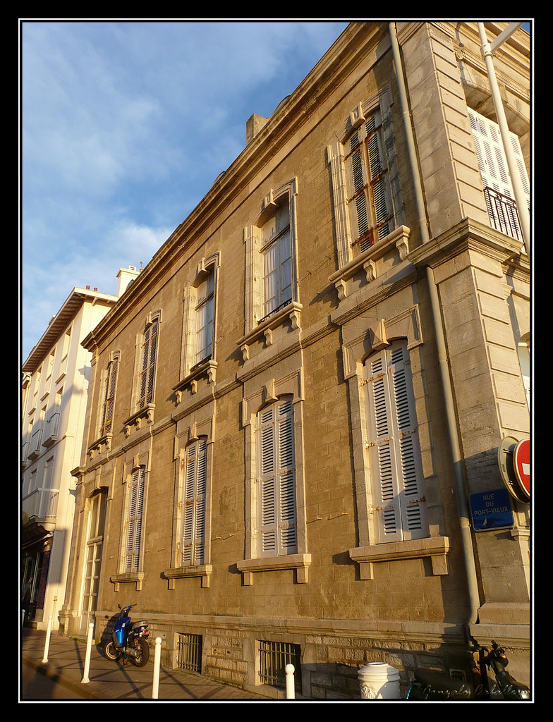 Paseando al atardecer por Biarritz (Rue Port Vieux)