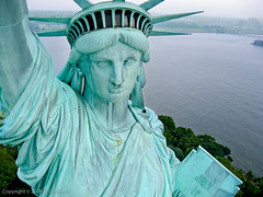 Statue of Liberty 2009 (scottdunn) Tags: usa kite newyork statue liberty aerial sdm crown gothamist statueofliberty kap july4th 4thofjuly 2009 aerialphotography kiteaerialphotography newyorkny libertyisland ladyliberty scottdunn fotografiaareacompipa photosexplore photoparcerfvolant nycswim fesseldrachenluftbildfotografie macworldsnapshotseries