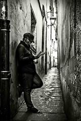 En el callejon (Fernando Rey) Tags: street bw girl reading calle chica bn soe callejon leyendo