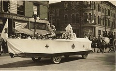 Parade on Park Ave., Warren, Ohio, circa 1940s (Downtown Warren History) Tags: park county ohio red square cross parade ave oh warren courthouse avenue trumbull