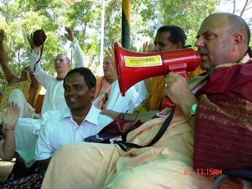 H H Jayapataka Swami in Tirupati 2006 - 0013 por ISKCON desire  tree.