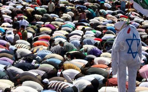 Thousands-assemble-Tahrir-Square-prayer-Cairo_689556