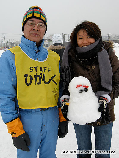 Helpful ojisan who taught us how to make proper snowmen