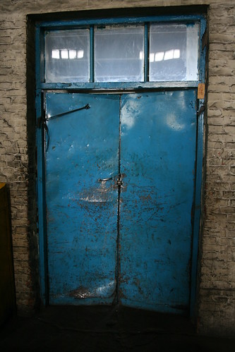 Blue Door (by niklausberger)