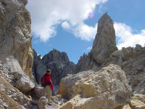 Das Kalkgestein der Dolomiten rund um das Latemarmassiv
