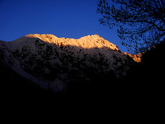 Evening in Naran, last light on the mountains (Tanwir Jogi) Tags: morning pakistan light sky clouds trek naran saifulmaluk abigfave abigfav trekkerz snowkaghan