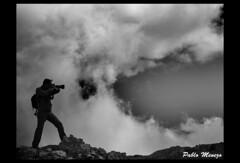 Fotografo en el Angliru (Pablo Menezo) Tags: bw asturias fotografo sierradelaramo angliru riosa ltytrx5 ltytr2 ltytr1 ltytr3 ltytr4 ltytr5 platinumheartaward a3b olympus520