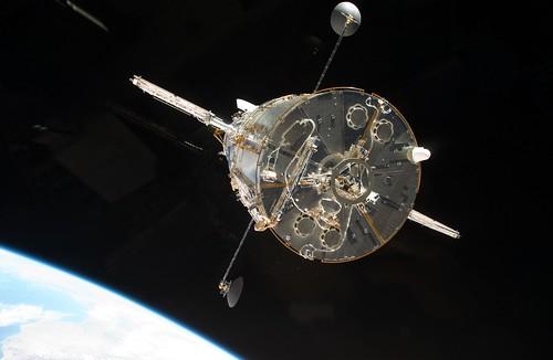 フリー画像| 物/モノ| ハッブル宇宙望遠鏡| STS-125| 宇宙/スペース|       フリー素材|