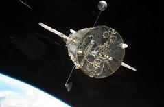 [フリー画像] [物/モノ] [ハッブル宇宙望遠鏡] [STS-125] [宇宙/スペース]       [フリー素材]