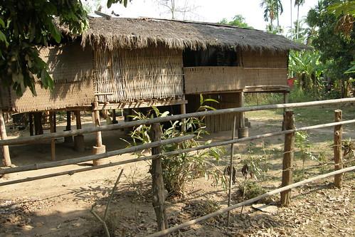 108.傳統風味的茅草屋