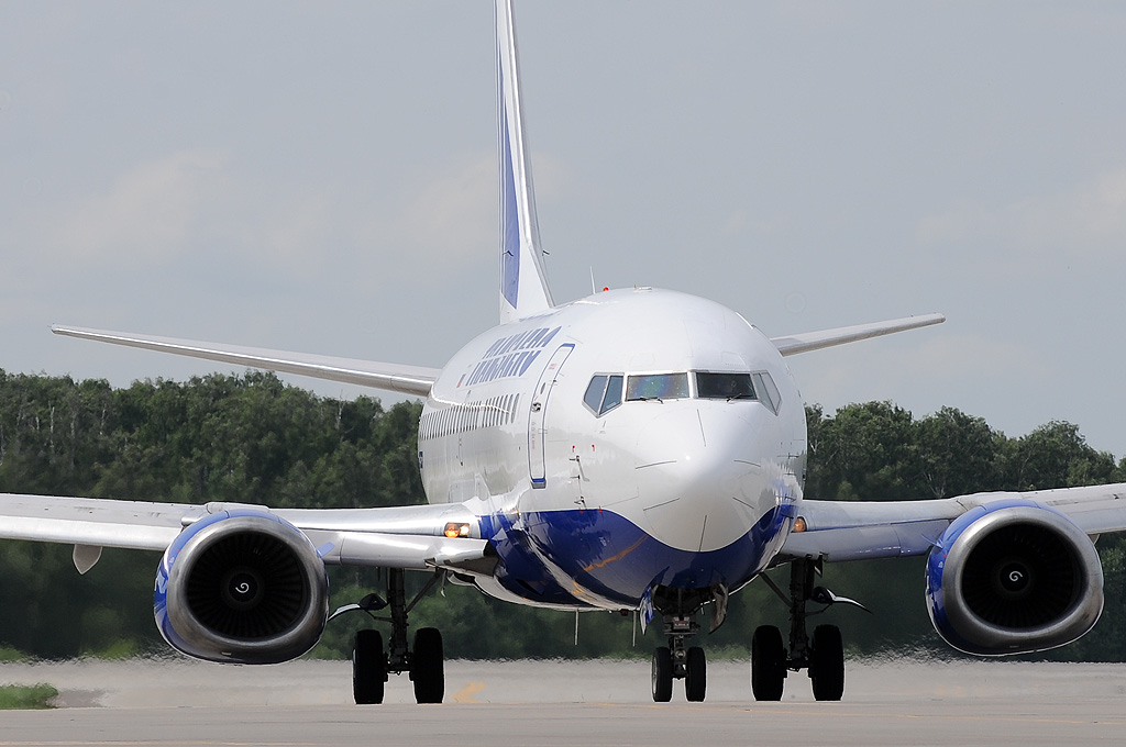 Transaero Airlines VP-BYI Boeing 737-524