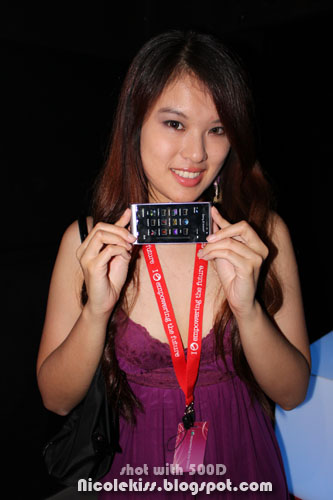 nicolekiss and sony ericsson phone