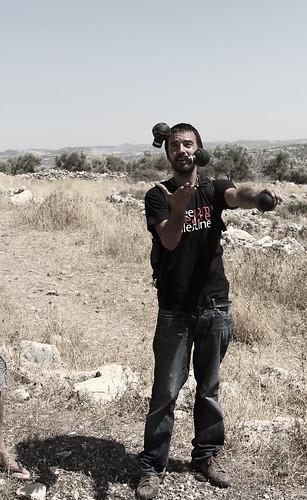 juggling, Bil'in style