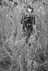 Phantom Boy (just.Luc) Tags: boy bw white black grass mask nb bn creepy gras homme herbe masque zw jeune masker jongeman
