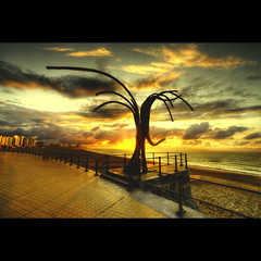 The SkyGrabber (Dimitri Depaepe) Tags: sunset sea art oostende hdr ostend hugsandkisses