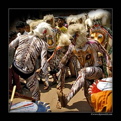 Tiger Dance (Diji's Photography) Tags: india home canon eos sigma dslr karnataka 18200 mangalore dfc diji 400d canon400d hulivesha malayalikkoottam pilivesha tigerdance dijisphotography mangaloredassara