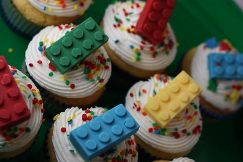 Lego cupcakes 034
