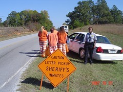 Litter work crew (Inmate Sasha #191275) Tags: orange woman usa female real women uniform group working litter crew jail policewoman sheriff frau prisoner inmate chaingang gruppe frauen prisoners convicts inmates pickenscounty