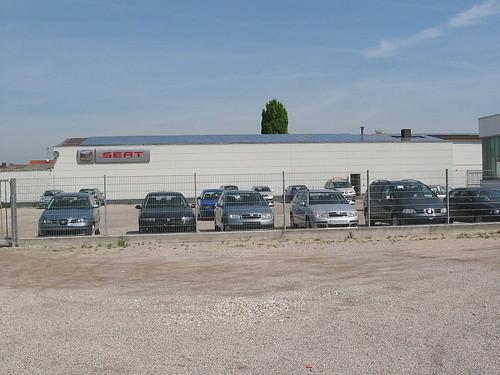 Autohaus mit PV
